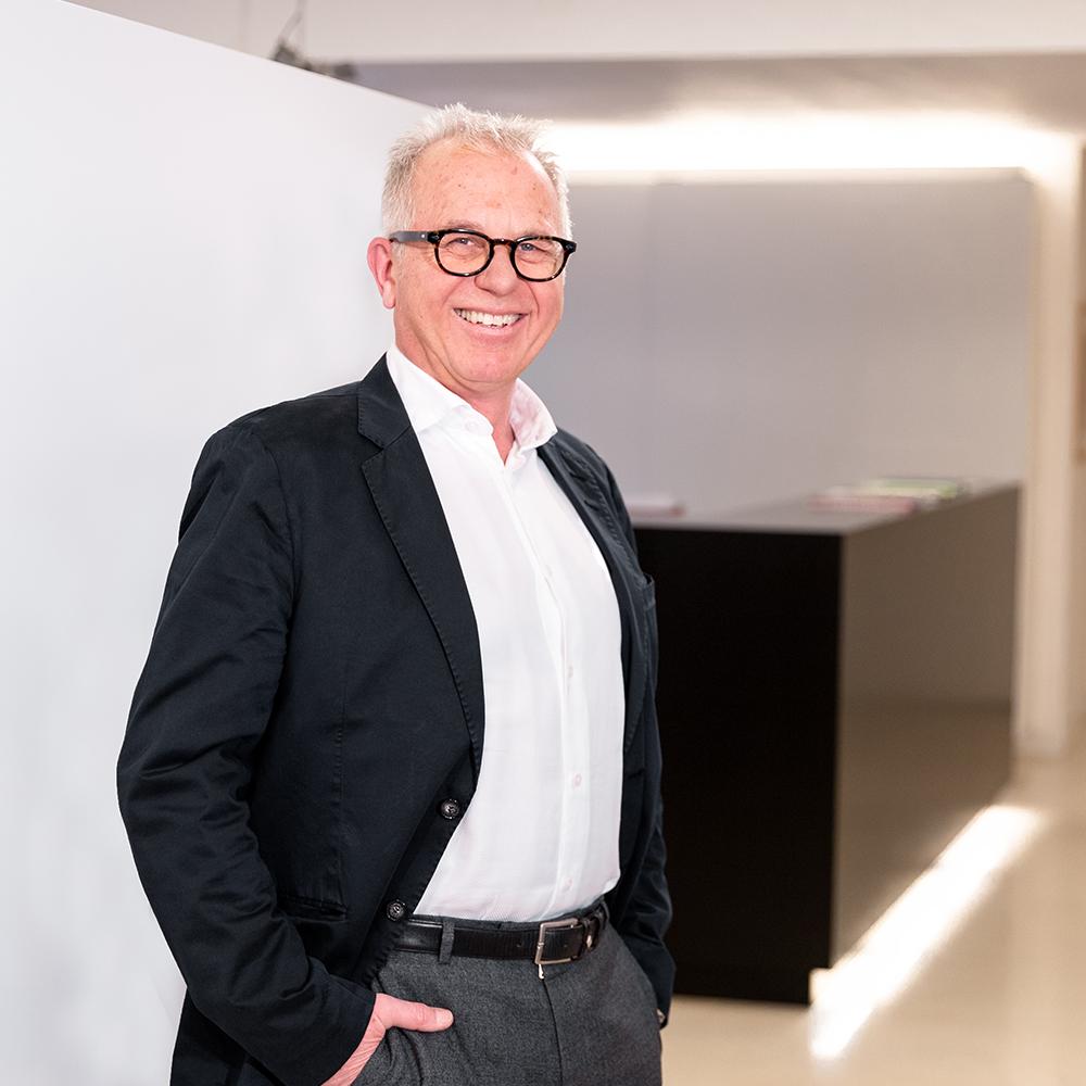 Hans Klement von Planquadrat Stuttgart zufrieden mit der Arbeit von MARCIS B2B-Agentur für digitales Marketing